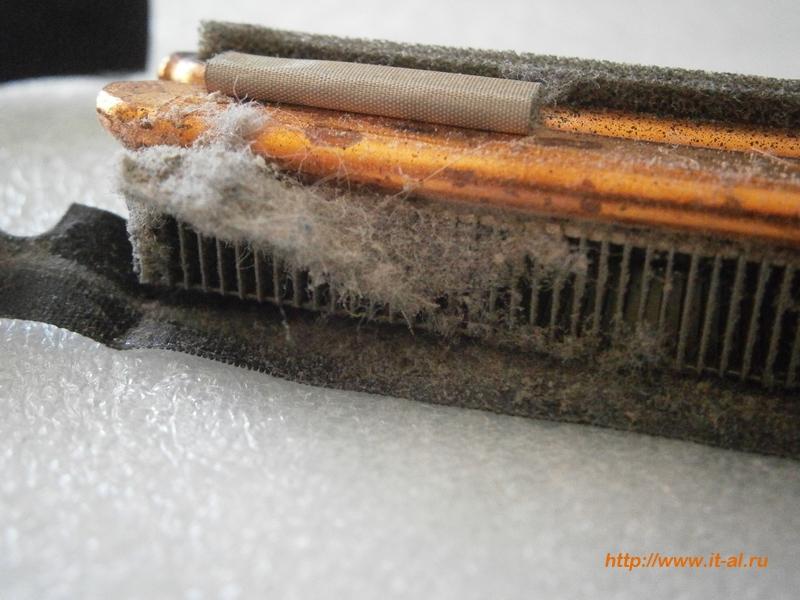Радиатор системы охлаждения ноутбука, забитый пылью